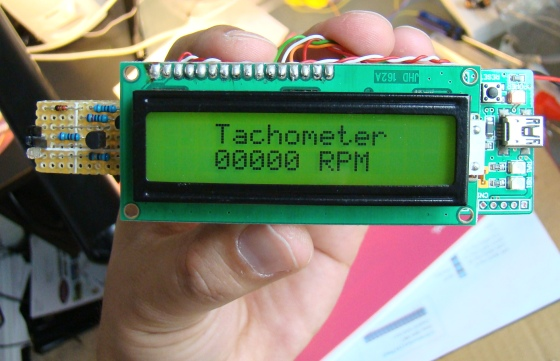 Contact-less digital tachometer with StartUSB for PIC