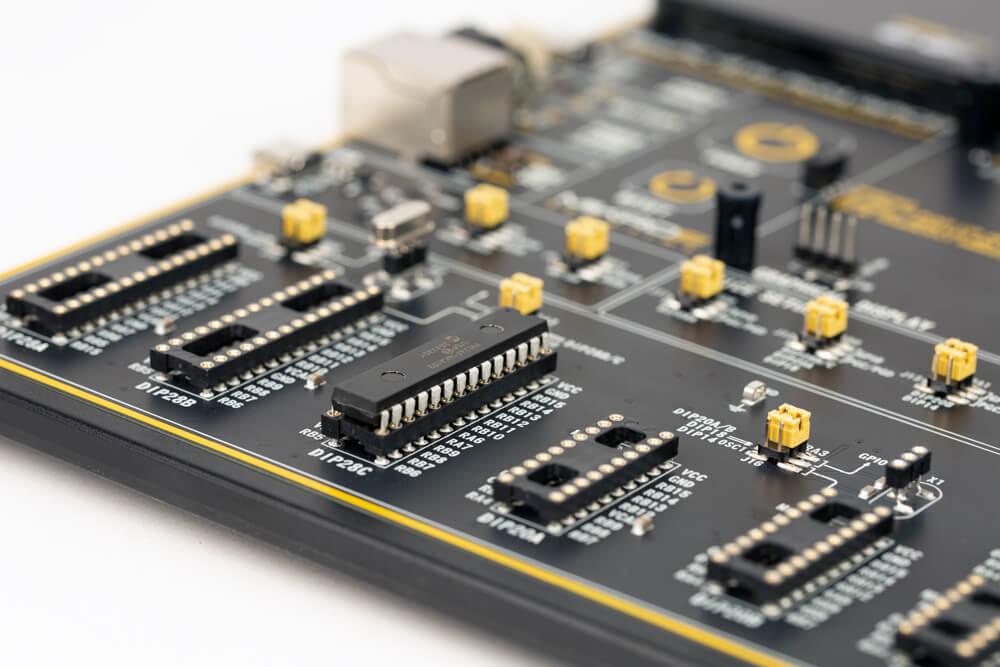 EasyPIC v8 for PIC24/dsPIC33 DIP socket